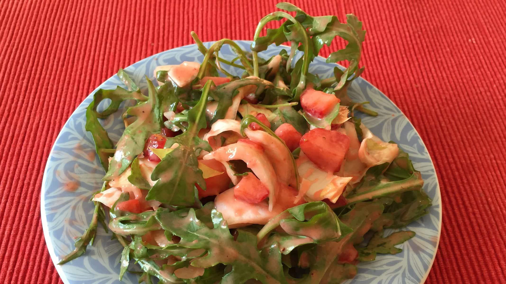 Salat mit Erdbeerdressing