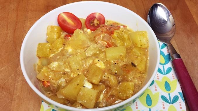 Kürbis-Kartoffel-Pfanne-mit-Kirschtomaten-und-Feta