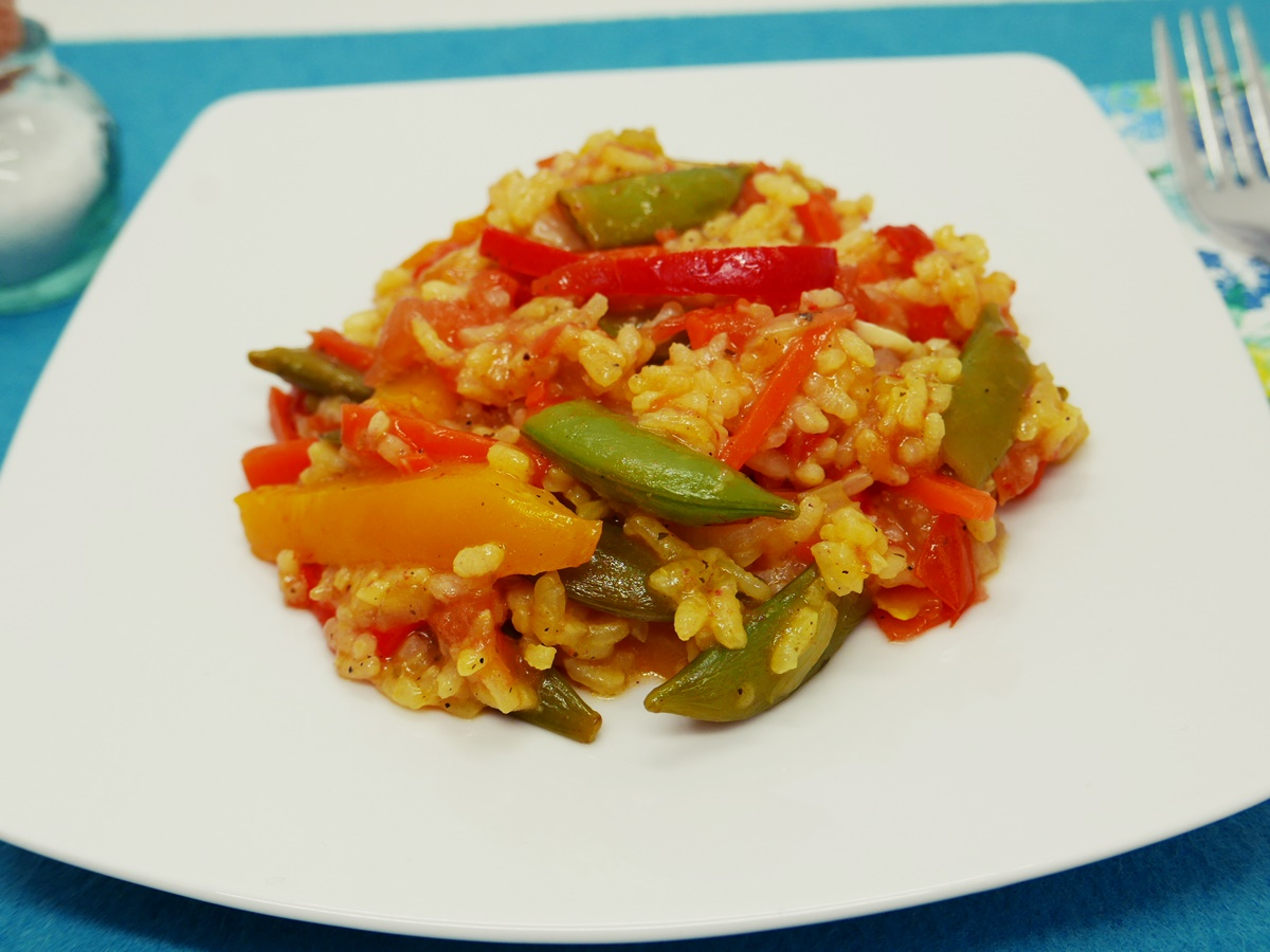 Gemüse-Paella angerichtet